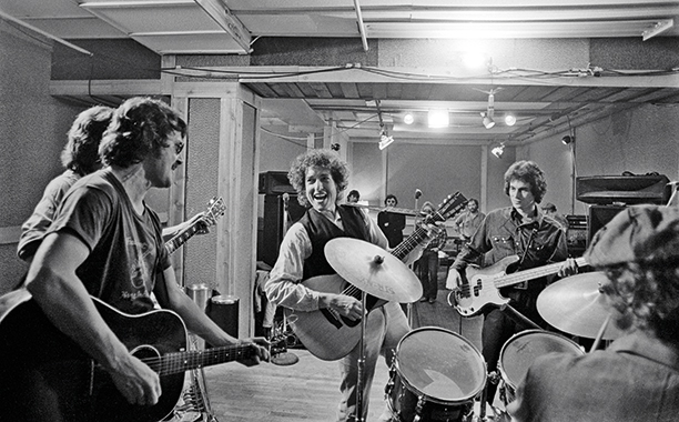 Bob Dylan and The Band Warm Up for Rehearsal Sessions in New York in October 1975