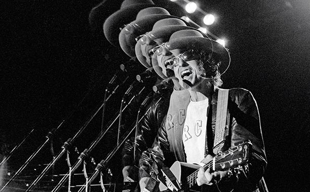 Bob Dylan Performing in 1975