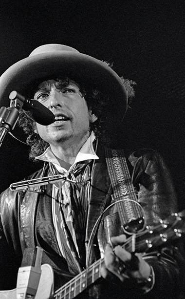 Bob Dylan Performing in 1975