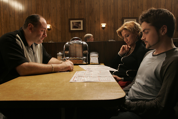 Edie Falco, Robert Iler, ...   Aired: June 10, 2007 (series finale) After seven seasons you expect an ending — maybe mob boss Tony (James Gandolfini) would end up dead? In…