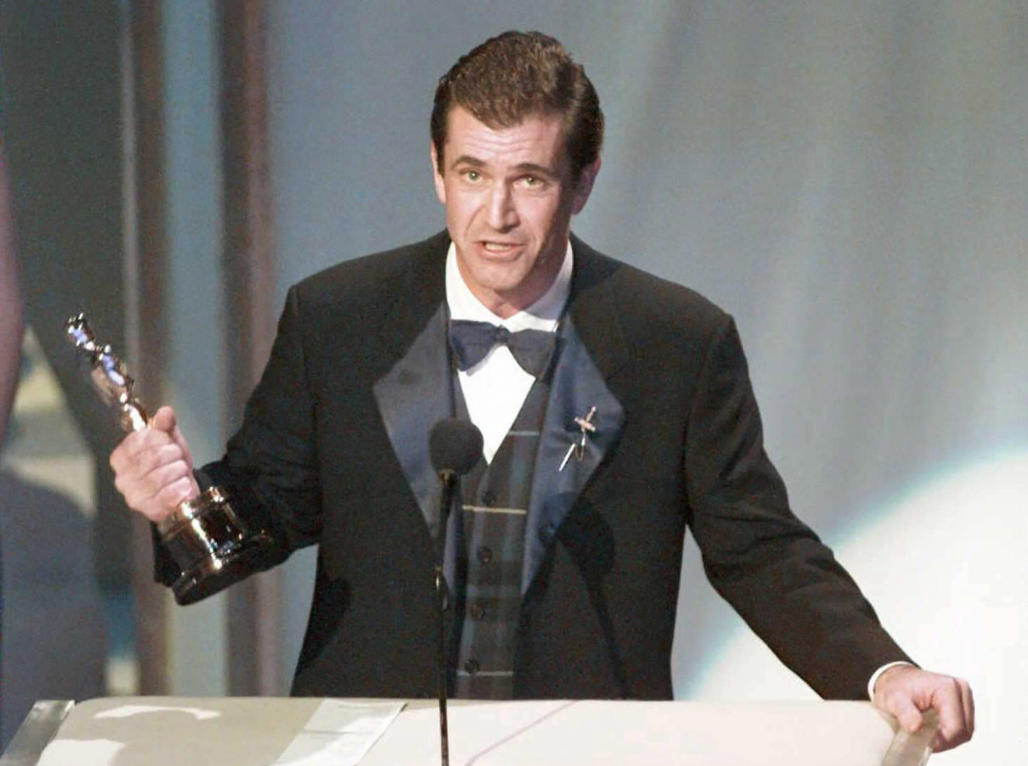 Mel Gibson Accepts His Best Director Oscar
