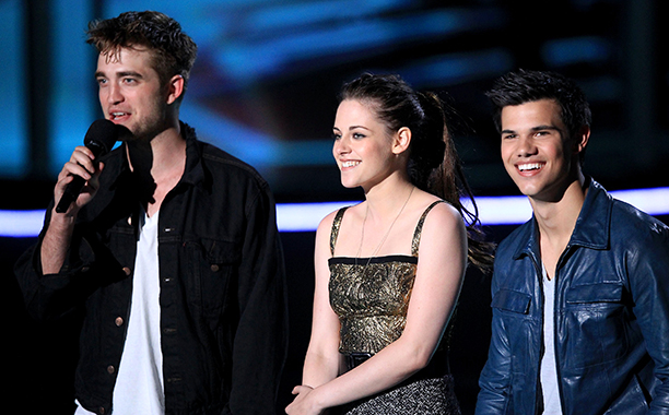 Robert Pattinson With Kristen Stewart and Taylor Lautner at the 2010 MTV Movie Awards on June 6, 2010