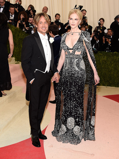 Keith Urban and Nicole Kidman (in Alexander McQueen)