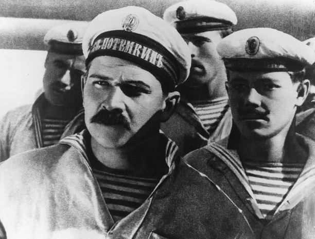 In five vignettes, Sergei Eisenstein's landmark silent film presents the 1905 revolt by sailors on the Russian battleship Potemkin against their Tsarist officers. A compact,…