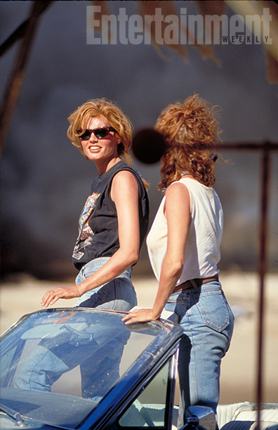 Geena Davis and Susan Sarandon Watch an Explosion On Set