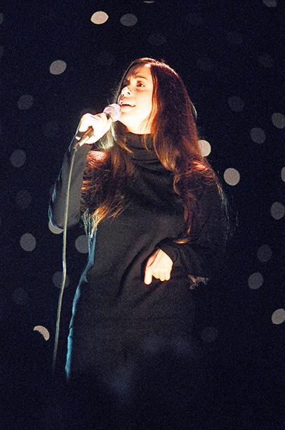 Best Female Video Winner Alanis Morissette