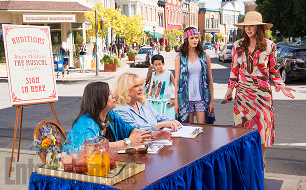 Rose Abdoo, Sally Struthers, Alexis Bledel, and Lauren Graham