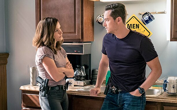Chicago PD sneak peek: Lindsay declares her love for Halstead | EW.com