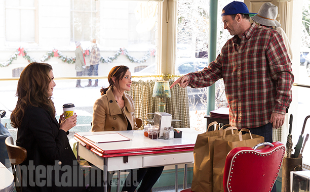 Alexis Bledel, Lauren Graham, and Scott Patterson