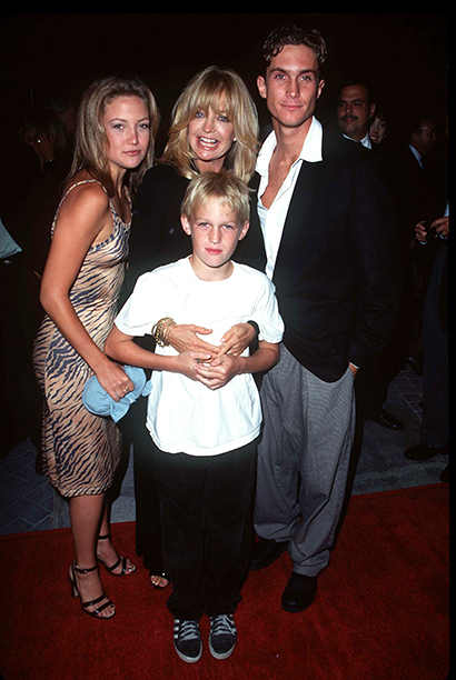 Kate Hudson, Goldie Hawn, Oliver Hudson, and Wyatt Russell