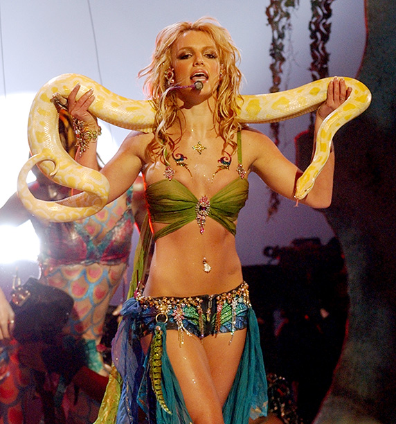 2001: Onstage at the VMAs
