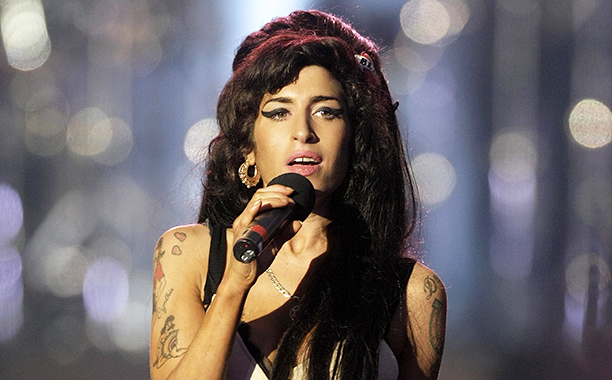 Amy Winehouse Performing in Hyde Park in Honor of Nelson Mandela's 90th Birthday on June 27, 2009