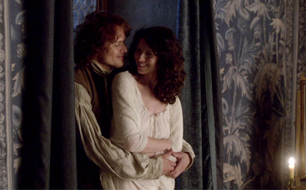 """Jamie and Claire in """"Lallybroch"""" on Outlander"""