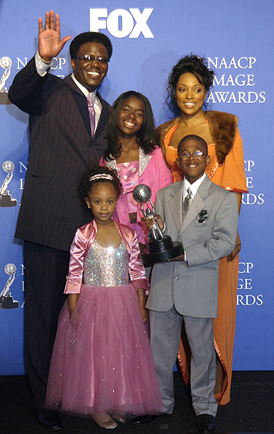 Bernie Mac With Kellita Smith, Jeremy Suarez, Dee Dee Davis, and Camille Winbush at the 34th NAACP Image Awards on March 8, 2003
