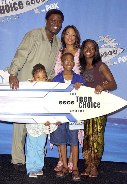 Bernie Mac With Kellita Smith, Jeremy Suarez, Dee Dee Davis, and Camille Winbush at the 2002 Teen Choice Awards on August 4, 2002
