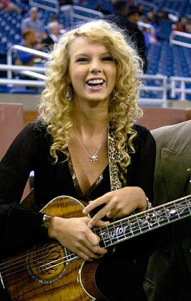 Taylor Swift at the Detroit Lions vs. Miami Dolphins Thanksgiving Day Game on November 23, 2006
