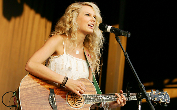 Taylor Swift Performing in Kansas City on May 11, 2007