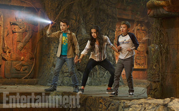 Isabela Moner as Sadie, Colin Critchley as Noah, and Jet Jurgensmeyer as Dudley