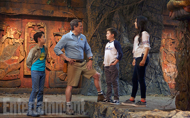 Colin Critchley as Noah, Kirk Fogg, Jet Jurgensmeyer as Dudley, and Isabela Moner as Sadie