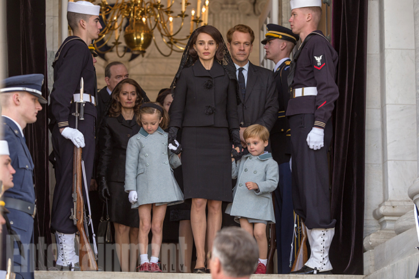 Sunnie Pelant as Caroline Kennedy, Natalie Portman as Jacqueline Kennedy, and Aiden Weinberg as John F. Kennedy Jr. in 'Jackie'