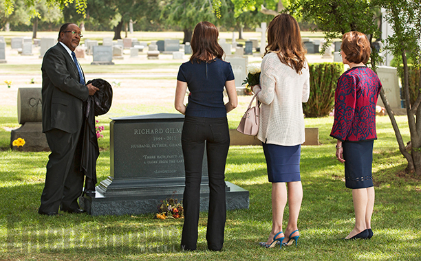 Alexis Bledel as Rory Gilmore, Lauren Graham as Lorelai Gilmore, and Kelly Bishop as Emily Gilmore