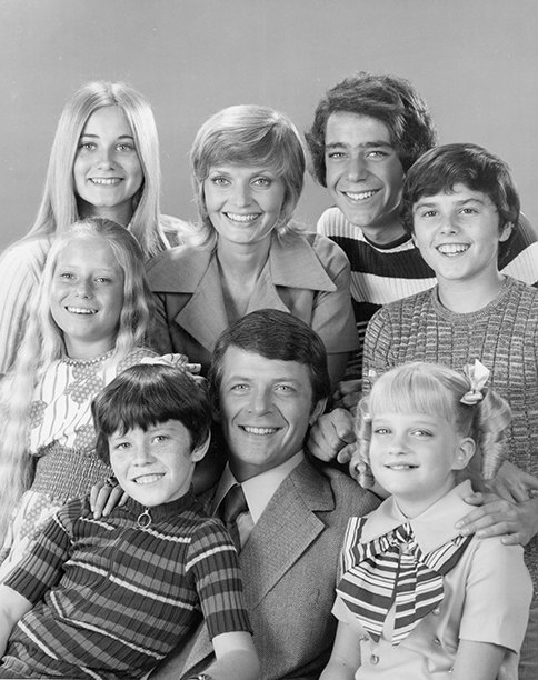 Florence Henderson With Eve Plumb, Maureen McCormick, Mike Lookinland, Robert Reed, Barry Wilson, Susan Olsen, and Christopher Knight on The Brady Bunch