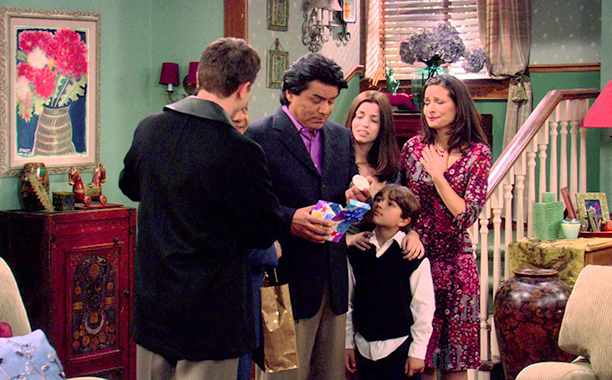 George Lopez season 2 episode 9: 'Guess Who's Coming to Dinner, Honey'