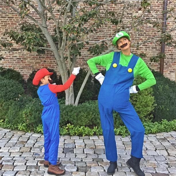 Gisele Bundchen and Benjamin Brady as Mario and Luigi