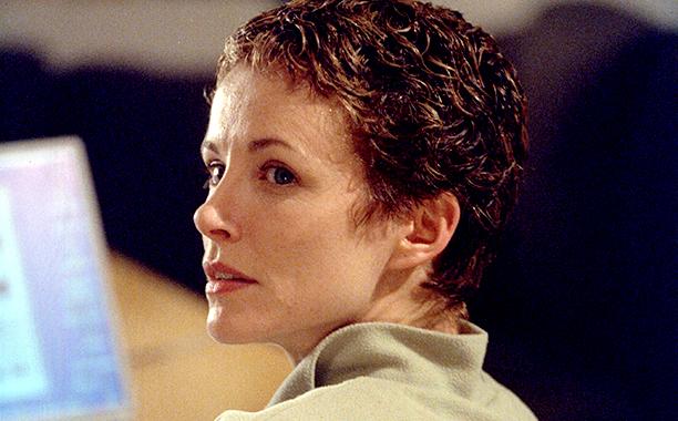 Teri Bauer (Leslie Hope)