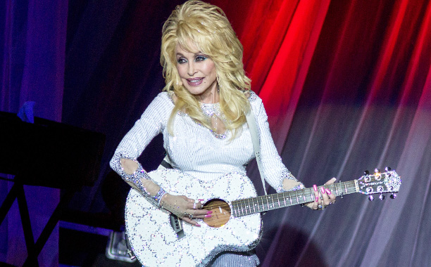 All Crops: 519739152089 Dolly Parton in Concert Dolly Parton at Ravinia on August 7, 2016, in Highland Park, Illinois (Photo by Daniel DeSlover/imageSPACE) *** Please Use Credit from Credit Field *** (Sipa via AP Images)
