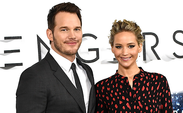 """ALL CROPS: 626969700.jpg Actors Chris Pratt and Jennifer Lawrence attend a photocall for the film """"Passengers"""" at Claridge's Hotel on December 1, 2016 in London, England. (Photo by Gareth Cattermole/Getty Images)"""