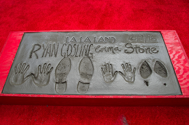 NO CROPS: 628355016 Emma Stone & Ryan Gosling are honored with Hand & Footprint Ceremony at TCL Chinese Theatre IMAX on December 7, 2016 in Hollywood, California. (Photo by Emma McIntyre/Getty Images)