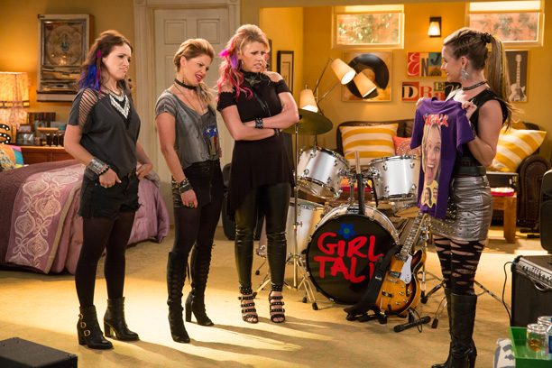 RECAP: All Crops: Fuller House FULLER HOUSE - PRODUCTION STILLS - 005 DESCRIPTION Fuller House Season 2 SEASON Season 2 PHOTO CREDIT Michael Yarish/Netflix PICTURED Candace Cameron Bure, Jodie Sweetin, Andrea Barber