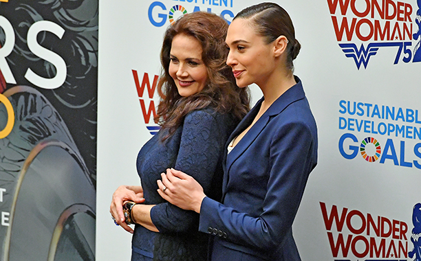 ALL CROPS: 616061194 Lynda Carter (L) and Gal Gadot pose for a picture at the Wonder Woman UN Ambassador Ceremony at United Nations on October 21, 2016 in New York City. (Photo by Mike Coppola/WireImage