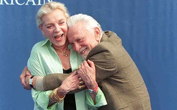"""GALLERY: Kirk Douglas Through the Years: GettyImages-115128696.jpg Deauville film festival: Kirk Douglas and Lauren Bacall for """"Diamonds"""" in Deauville, France on September 07, 1999"""
