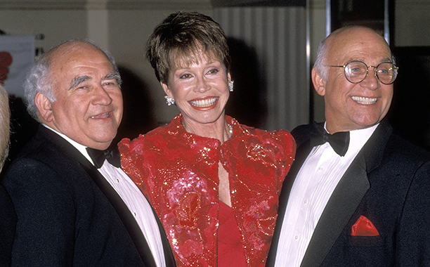 Mary Tyler Moore With Ed Asner and Gavin MacLeod at the Juvenile Diabetes Research Foundation International Honors on March 22, 1990
