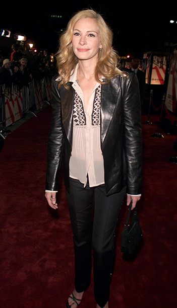 """GALLERY: 'Ocean's Eleven' Premiere: GettyImages-2254374.jpg Julia Roberts at the premiere of """"Ocean's Eleven"""" at the Village Theater in Los Angeles, Ca. Wednesday, December 5, 2001"""