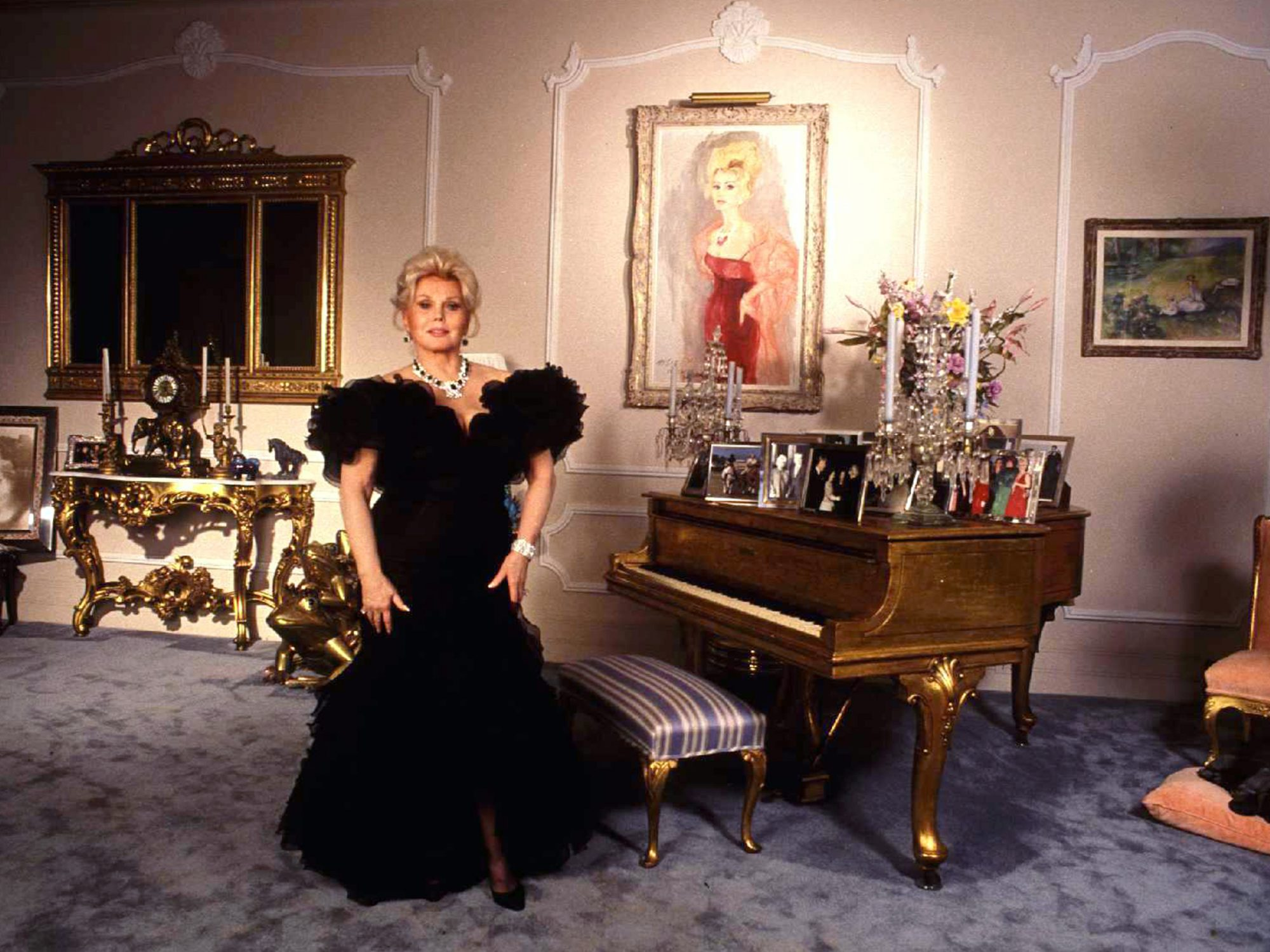 Bel Air Zsa Zsa Gabor Stands In One Of Her Rooms In Her Bel Air Mansion Paul Harris