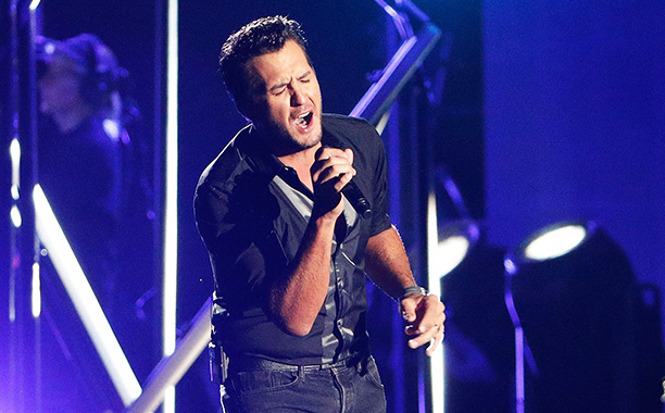 All Crops: 623236286 Collection: Getty Images Entertainment NASHVILLE, TN - NOVEMBER 02: Luke Bryan performs onstage during the 50th annual CMA Awards at the Bridgestone Arena on November 2, 2016 in Nashville, Tennessee. (Photo by Taylor Hill/Getty Images