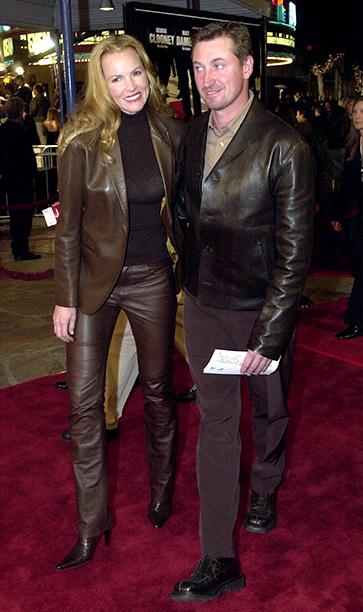 GALLERY: 'Ocean's Eleven' Premiere: GettyImages-675538.jpg Wayne Gretzky (R) and wife Janet Jones attend the premiere of the film 'Ocean's Eleven' December 5, 2001 in Los Angeles, CA.