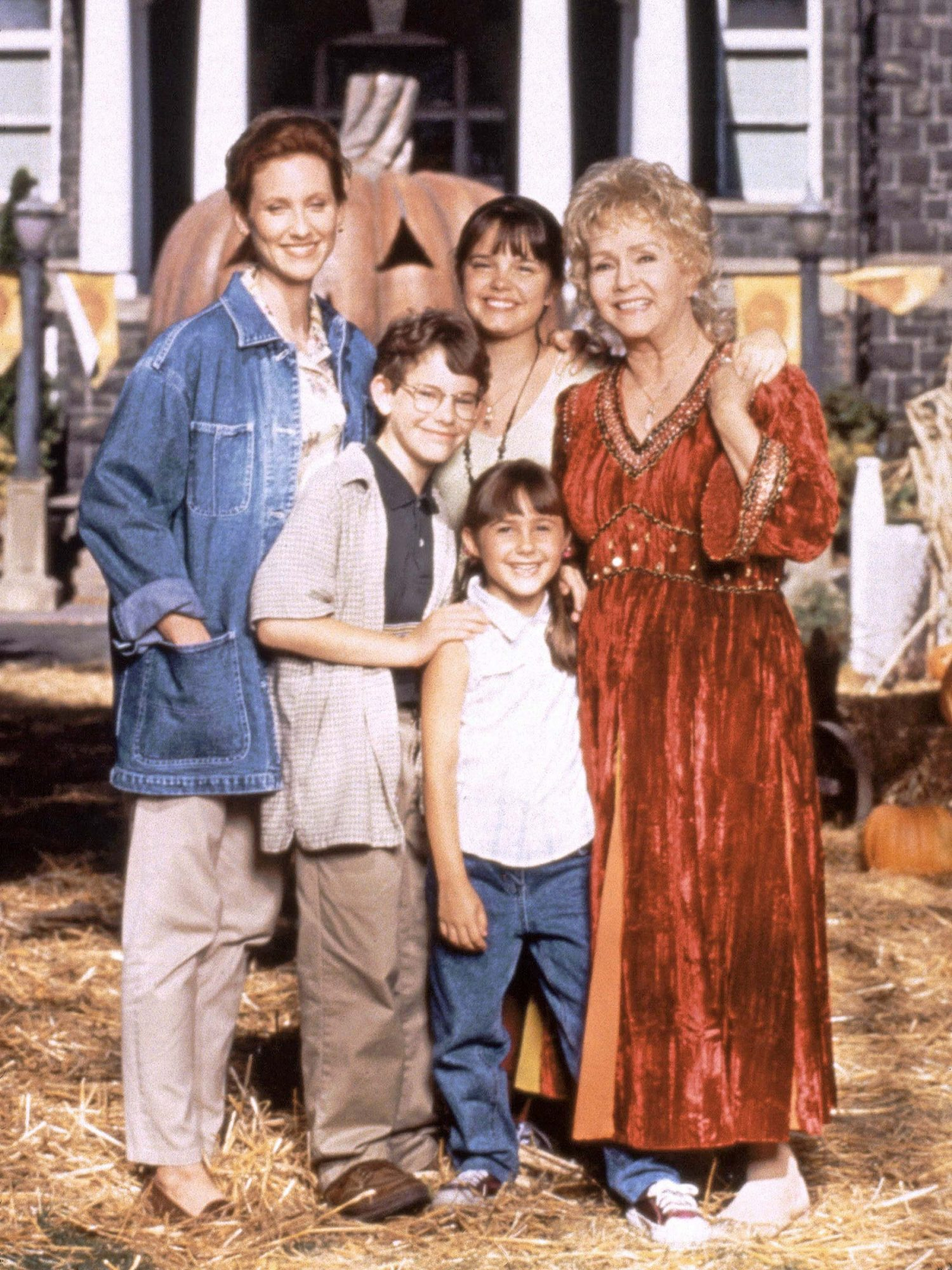 HALLOWEENTOWN, (from left): Judith Hoag, Joey Zimmerman, Kimberly J. Brown, Emily Roeske, Debbie Rey