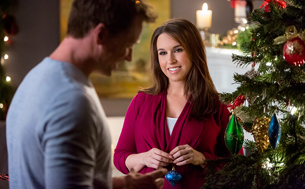 ALL CROPS: A Wish for Christmas - Left to right: Luke Macfarlane, Lacey Chabert - Copyright 2016 Crown Media United States, LLC/Photographer: Bettina Strauss