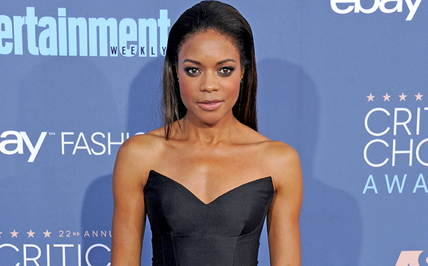 ALL CROPS: 629258704 Naomie Harris arrives at The 22nd Annual Critics' Choice Awards at Barker Hangar on December 11, 2016 in Santa Monica, California. (Photo by Gregg DeGuire/WireImage)