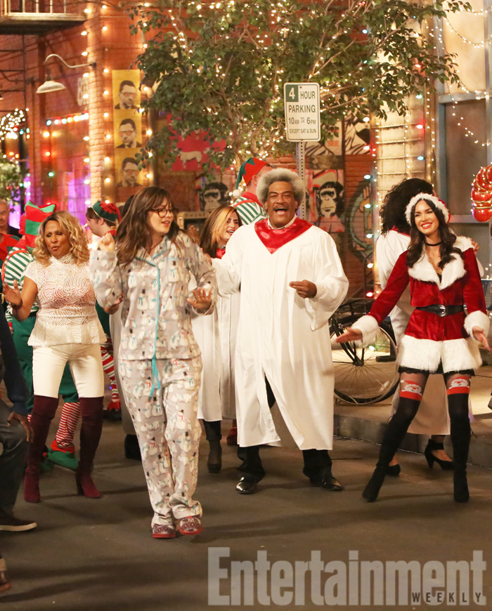 "No Crops: NEW GIRL: NEW GIRL: L-R: Guest star Darlene Love, Zooey Deschanel and Megan Fox in the ""Christmas Eve Eve"" episode of NEW GIRL airing Tuesday, Dec. 13 (8:30-9:01 PM ET/PT) on FOX. ©2016 Fox Broadcasting Co. WATERMARKED"