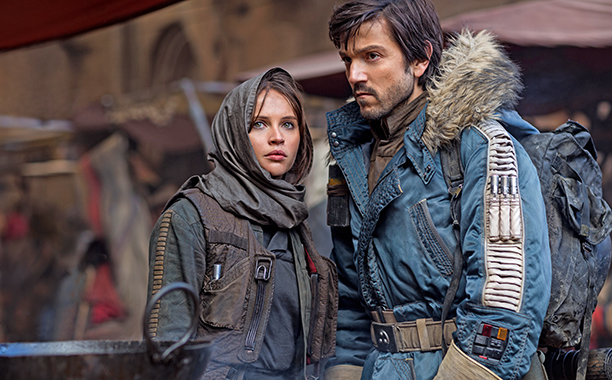 ALL CROPS: Rogue One: A Star Wars Story..L to R: Jyn Erso (Felicity Jones) and Cassian Andor (Diego Luna)..Ph: Jonathan Olley..© 2016 Lucasfilm Ltd. All Rights Reserved.