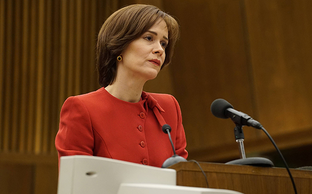 """ALL CROPS: THE PEOPLE v. O.J. SIMPSON: AMERICAN CRIME STORY """"Manna From Heaven"""" Episode 109 (Airs Tuesday, March 29, 10:00 pm/ep) -- Pictured: Sarah Paulson as Marcia Clark. CR: Byron Cohen /FX"""