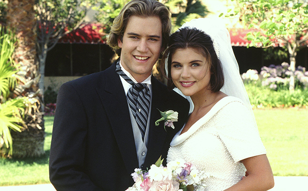 ALL CROPS: 141324811 SAVED BY THE BELL: WEDDING IN LAS VEGAS -- Air Date 10/07/1994 -- Pictured: (l-r) Mark-Paul Gosselaar as Zack Morris, Tiffani Thiessen as Kelly Kapowski -- Photo by: Gary Null/NBCU Photo Bank