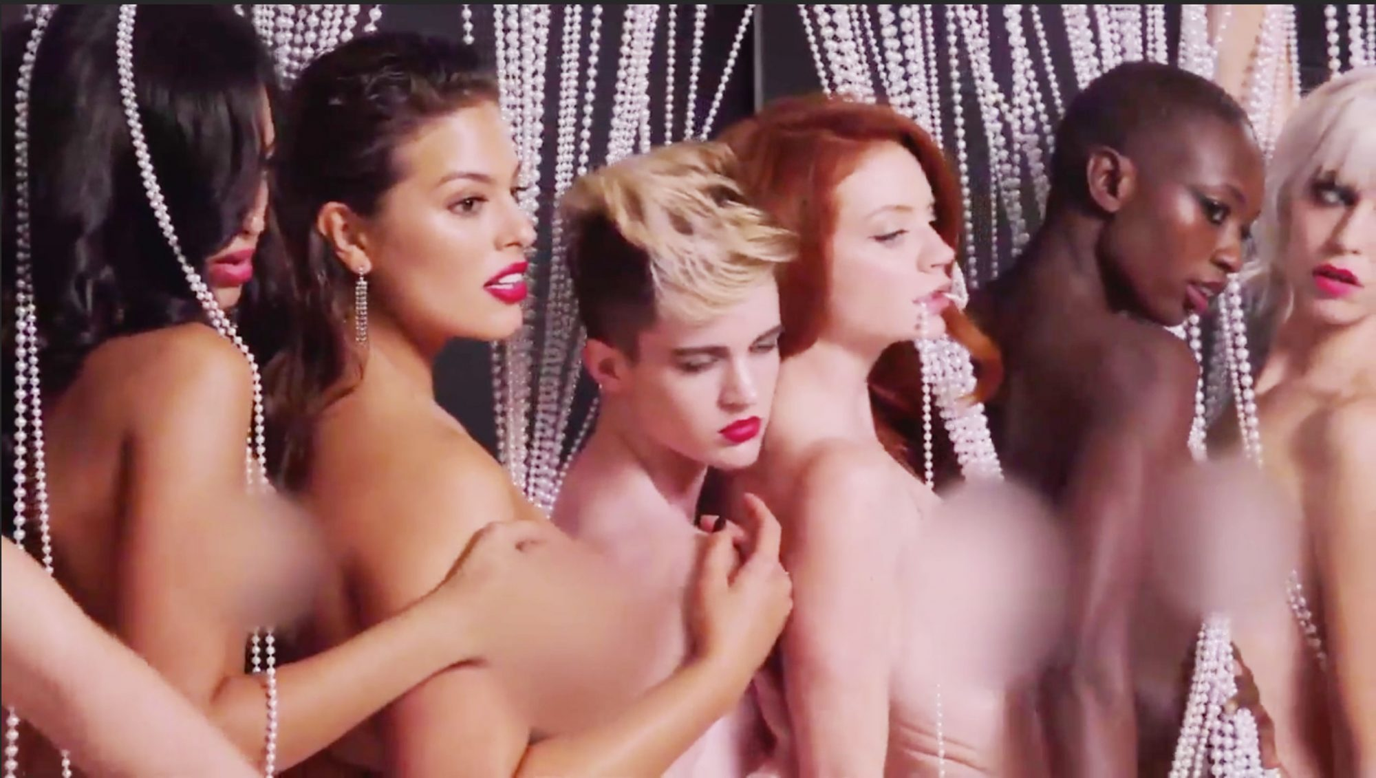 Ashley Graham Strips Naked During Nude Shoot On America's Next Top Model