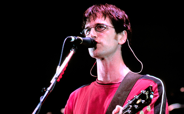 ALL CROPS: 2298564.jpg Dan Wilson of Semisonic performing at Shoreline Amphitheater in Mountain View Calif. on August 19th, 1999. Image By: Tim Mosenfelder/ImageDirect