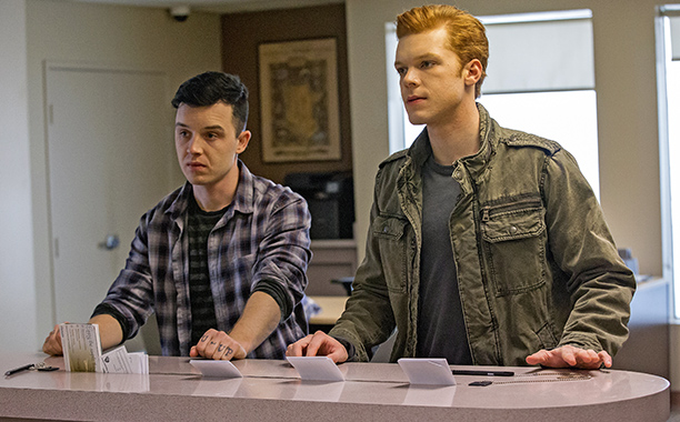 ALL CROPS: Noel Fisher as Mickey and Cameron Monaghan as Ian Gallagher in Shameless (Season 7, episode 11) - Photo: